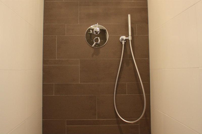 betegelen wie familie kesting wat installatie en betegelen badkamer ...